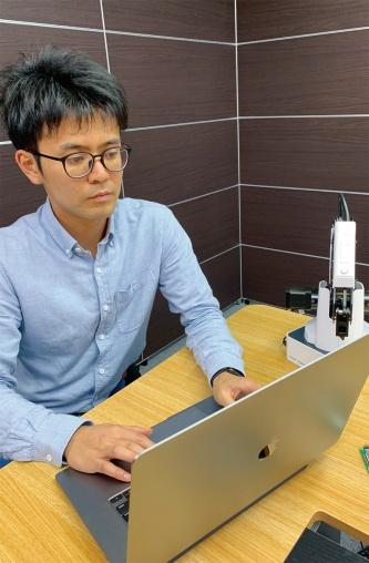 写真1■ 起業者の1人、園田亜斗夢代表取締役。起業前からフリーランスのエンジニアとして活躍。その仕事で得た収入が同社の立ち上げ資金となった(写真:Lightblue Technology)