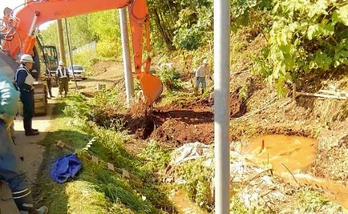 写真3■ 事故発生直後の現場。周囲に水たまりができている(写真:北海道北見市)