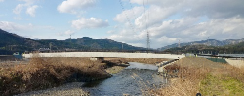 写真1■ A1橋台(写真右)で強度が不足した下関屋橋。川を管理する滋賀県と、橋を通る市道の管理者の長浜市が事業を実施。工事の発注は県が担当した(写真:滋賀県)