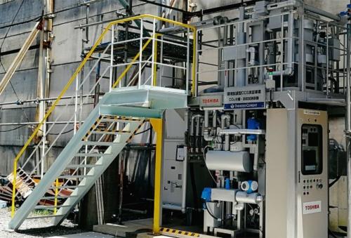 写真1■ 三重県いなべ市にある藤原工場。セメントを製造するキルンから排出されるガスを対象に、1日当たり20kgのCO<sub>2</sub>を分離・回収している(写真:太平洋セメント)