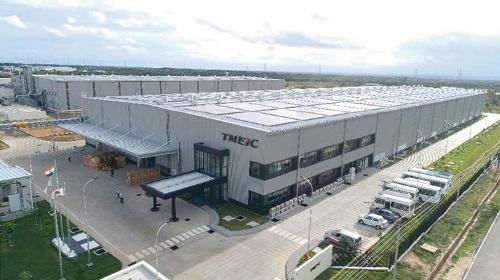 ゼロエネ化する工場の外観(写真:TMEIC)