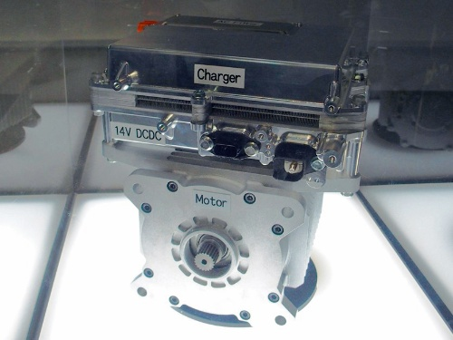 図1 今回展示した48V系電動パワートレーンの開発品