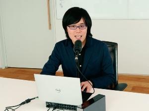 本システムを開発した、東京大学大学院情報理工学系研究科システム情報学専攻猿渡研究室助教の高道慎之介氏のデモの様子