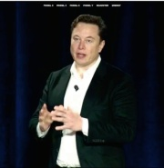 発表会に登壇したTesla CEOのElon Musk氏(画像:同社Webサイトの動画をキャプチャーしたもの)