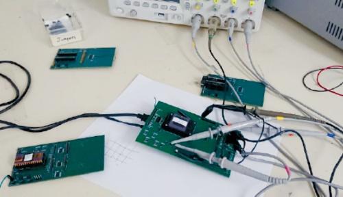図1 東芝と米Johns Hopkins Universityが共同開発した回路の外観