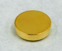 マクセルが開発した全固体電池(写真:同社)
