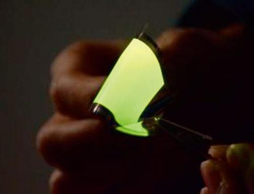 図4 70µm厚の緑色発光有機ELシート
