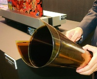 シャープとNHKが共同開発した巻ける有機ELパネル