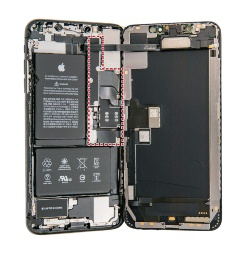 (b)iPhone XS Max(赤い点線内にメイン基板)