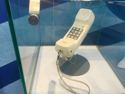 大阪万博に出展したコードレス電話機(写真:日経クロステック)