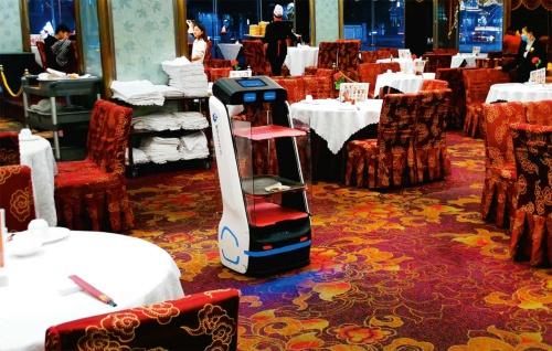 図3 飲茶を運ぶ配膳ロボット