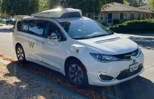 図2 米カリフォルニア州パロアルトで停車中のWaymoの車両