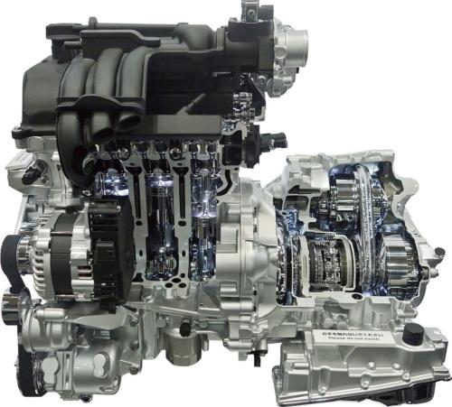 日産自動車はルノーのエンジンを基に改良した軽自動車用エンジン「B06型」を出展した。燃費性能と出力性能を高めた。気筒の内径と行程の比率をロングストロークにして、クールドEGRや2本インジェクターなどを採用した。(写真:日経 xTECH)