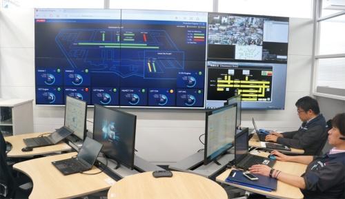 図3 工場全体の状況を確認できるコントロールルーム