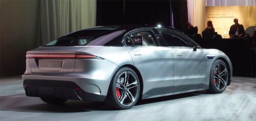 図1 ソニーがCESで披露した電気自動車の試作車