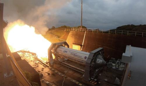 図3 SRB-3燃焼試験の様子