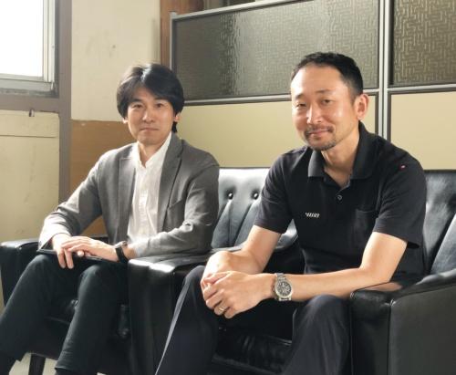 図2 由紀精密の大坪正人氏(左)と永松純氏