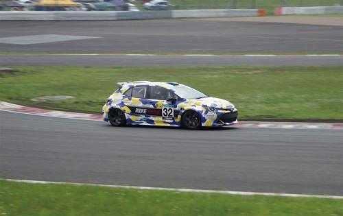 図1 レース中のトヨタの水素エンジン車