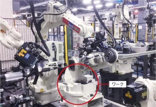 図3 ロボットがロボットを組み立て