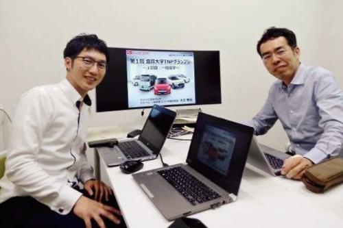 図1 「滋賀大学TNPグランプリ」を企画した河本薫氏(右)とダイハツ工業の太古無限氏(左)