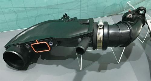 図1 日本車に搭載された吸気ダクト