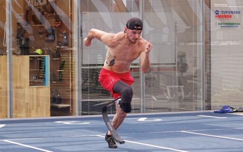 図1 競技用義足の新モデル「Xiborg ν」