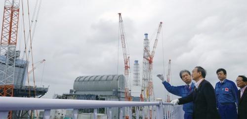 福島第1原子力発電所を視察する菅首相 2020年9月