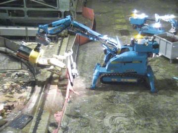 2号機オペレーティングフロアを片付ける遠隔操作ロボット