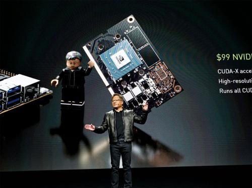 図1 「Jetson Nano」を発表するNVIDIA社CEOのHuang氏