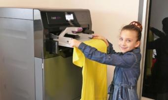 図1 FoldiMate社の洗濯物畳みロボット