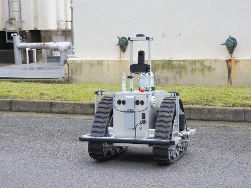 図1 模倣学習を適用予定のリコーのクローラー型移動ロボット