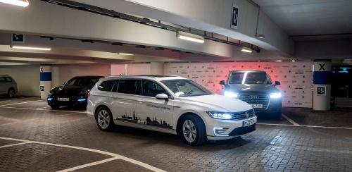 無人自動駐車を実験中のハンブルク空港
