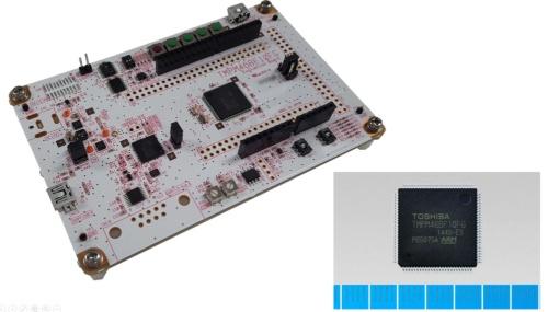 Cortex-M4FベースのMCU「TMPM46BF10FG」(右下)の評価ボード「AdBun-M46B」。センシストと東芝デバイス&ストレージの写真