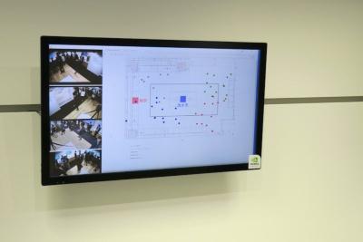 5GとMECを用いたリアルタイム動線追跡のデモ。MECに置いたサーバーに、撮影した映像を解析して人を抽出する処理をオフロード。ネットワーク遅延数ミリ秒、画像処理1秒といった短時間での動線追跡を実現する