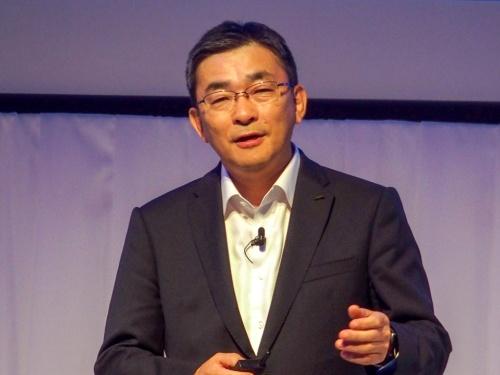 写真2●KDDI 代表取締役社長の高橋誠氏