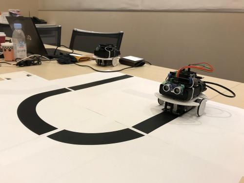 ソニーセミコンダクタソリューションズの社員が制作した、SPRESENSEを組み込んだライントレースカー