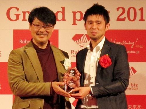 スタディプラスの島田喜裕最高技術責任者(CTO、右)