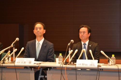 左がパナソニック オートモーティブ&インダストリアルシステムズ(AIS)社事業開発部部長の人見健氏、右がトヨタ自動車パワートレーンカンパニー主査の好田博昭氏