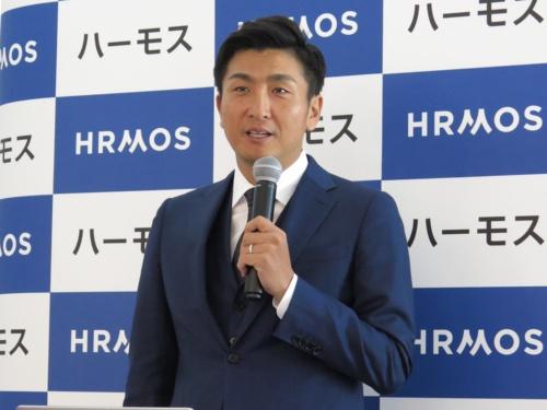 HRMOS Coreの発表会に登壇するビズリーチの南壮一郎社長