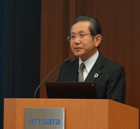 2019年3月期第3四半期決算を発表する柳圭一郎副社長