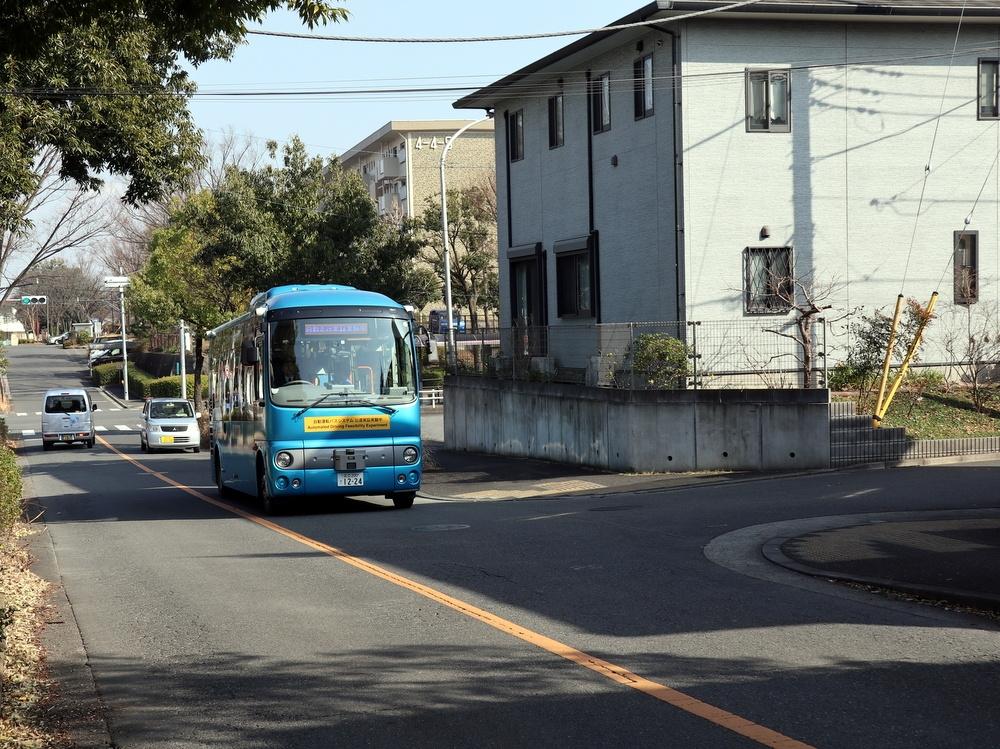東京都多摩市の多摩ニュータウンを走る自動運転バス