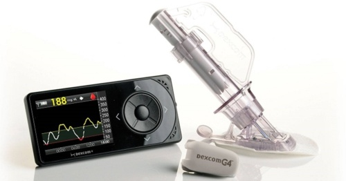 持続血糖測定器「Dexcom G4 PLATINUMシステム」。左からモニター、トランスミッター、センサー(センサーは、貼付するための器具を含む)