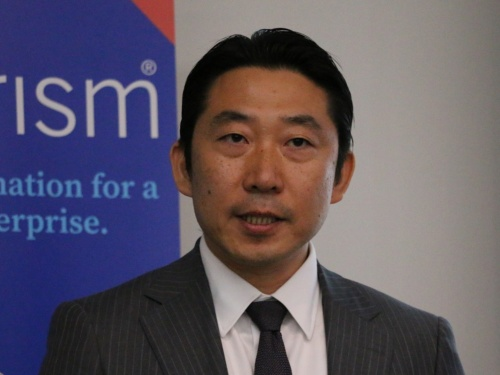 記者説明会に登壇したブループリズム日本法人の長谷太志社長