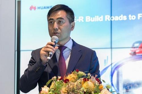 LTE-R Solutionを紹介するHuawei Global Transportationビジネスユニット代表のEman Liu氏
