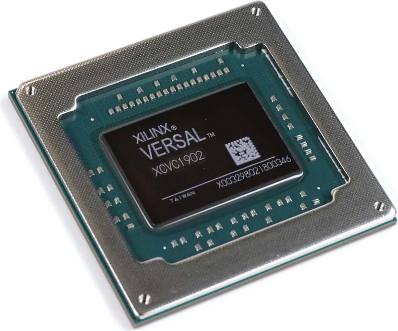 Versal AI Coreシリーズの製品。Xilinxの写真