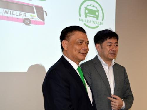(左から)ベトナム交通大手マイリンのホー・フイ会長とWILLERの村瀬茂高代表取締役