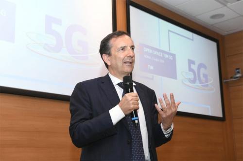 イタリア5G計画を発表するTIMのCEO & General ManagerであるLuigi Gubitosi氏