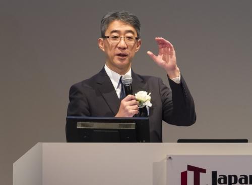 「IT Japan 2019」の基調講演に登壇したロイヤルホールディングスの菊地唯夫会長