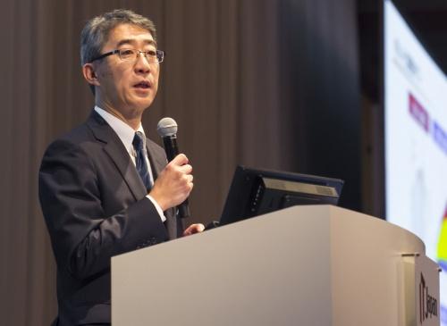 菊地会長は外食産業におけるデジタル活用について、「人による労働orテクノロジー」ではなく「人withテクノロジー」が重要だと説く