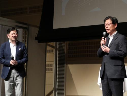 WILLERの村瀬茂高代表取締役(左)とJR北海道の島田修社長
